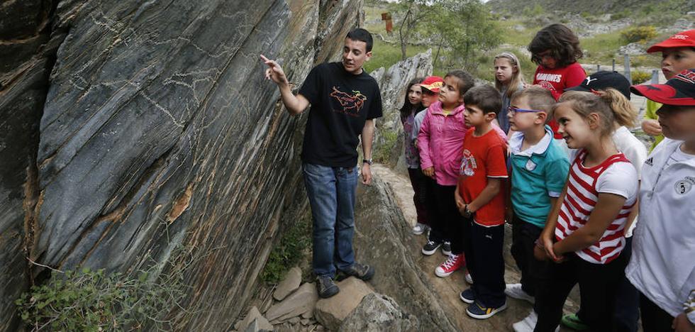 Un trabajo sobre Siega Verde gana el premio de investigación Julián Sánchez 'El Charro'