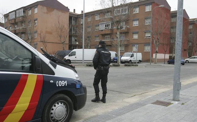 La Policía sigue buscando al padre fugado que se llevó a sus hijas y después las devolvió