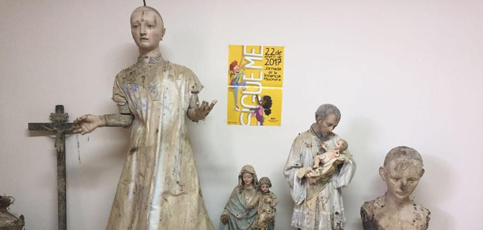 Hallan emparedadas en un aula piezas del antiguo retablo de una iglesia de Villalón