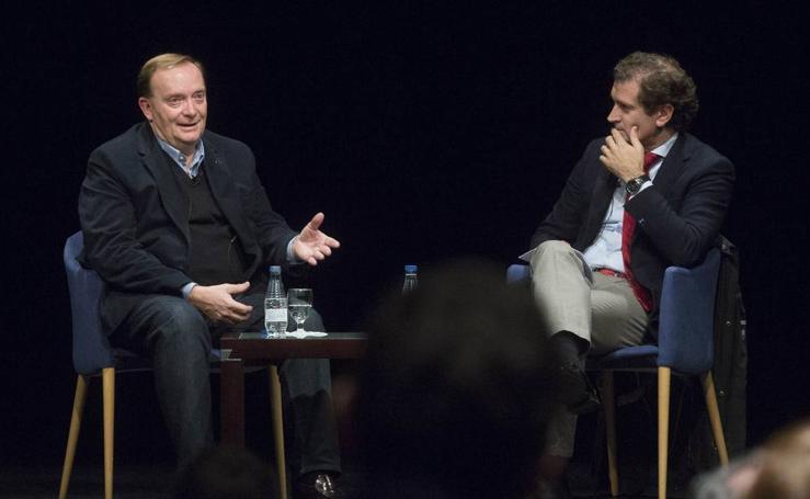 El escritor Gonzalo Giner presenta 'Las ventanas del cielo' en el Aula de Cultura de El Norte de Castilla