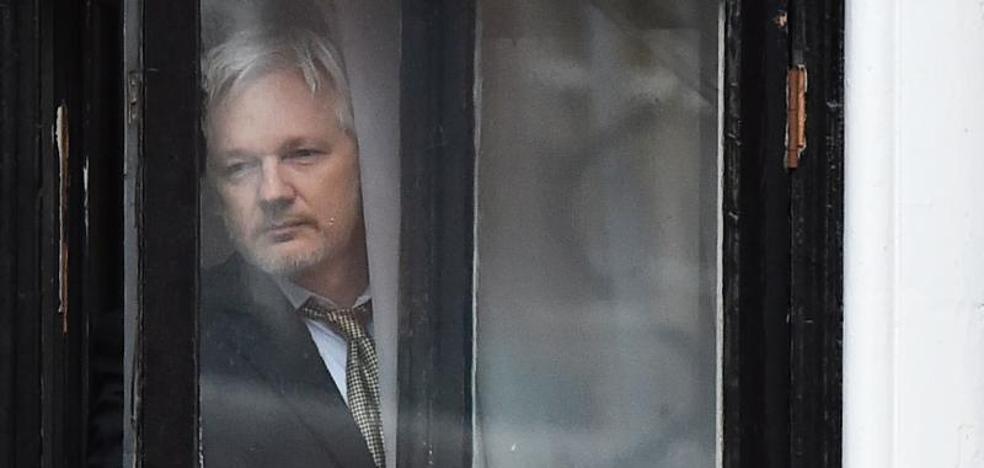 Assange pide a la justicia británica que retire la orden de detención