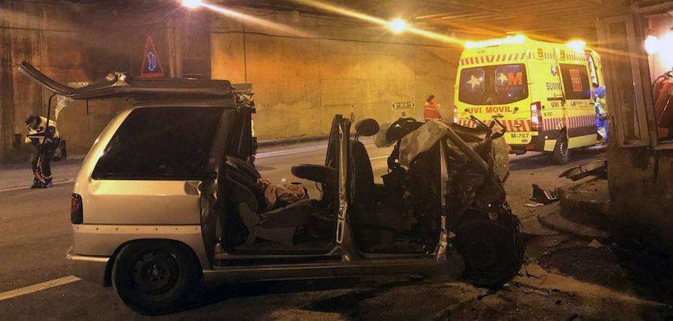 Un grave accidente de tráfico corta el túnel de Guadarrama