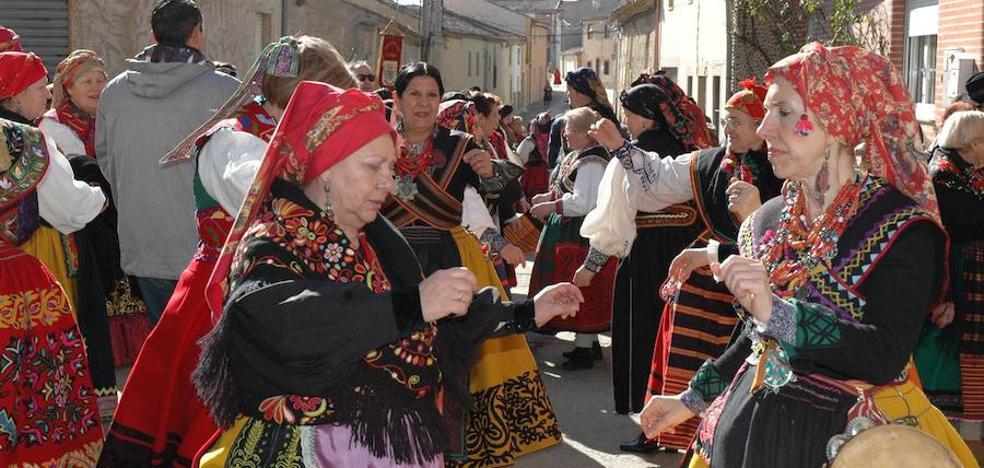 Más de 1.200 mujeres toman el mando en Villafáfila en honor a Santa Águeda