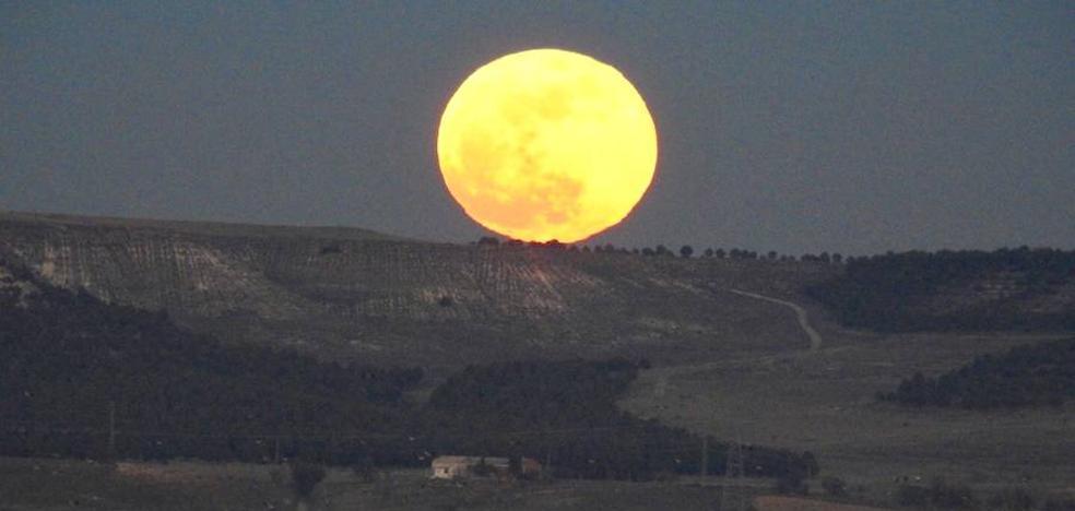 Así se vio la superluna en Valladolid