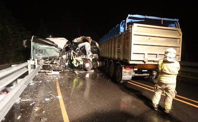 Fallece un camionero de Valle de Mena en la colisión contra un autobús en Vizcaya