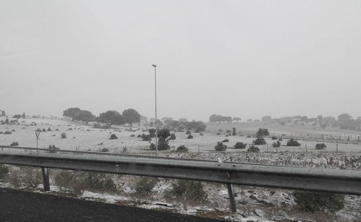 La nieve afecta a la circulación en algunas carreteras salmantinas