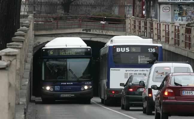 El Ayuntamiento de Valladolid no encuentra autobuses modernos que puedan pasar por Labradores