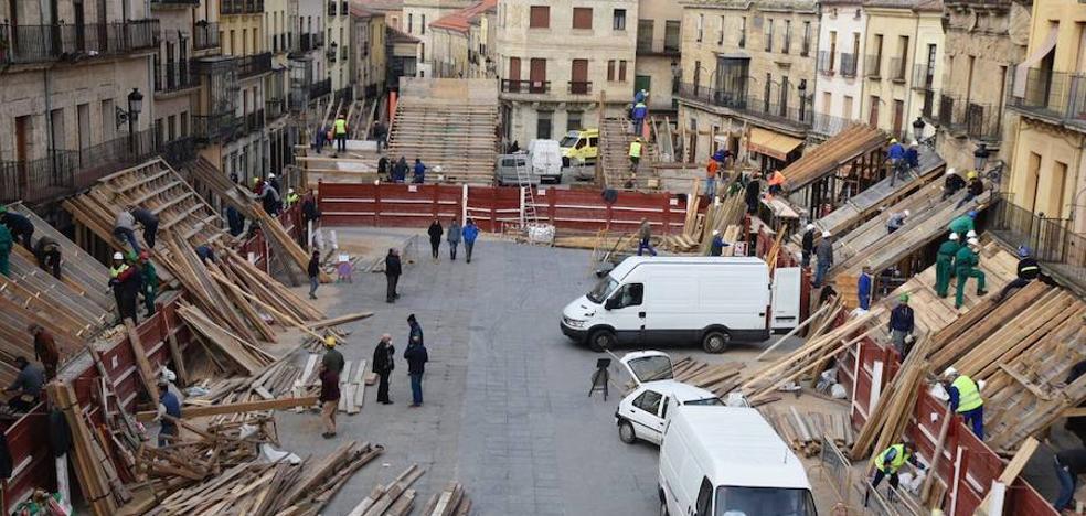 La Plaza Mayor comienza a tomar forma de gran coso taurino