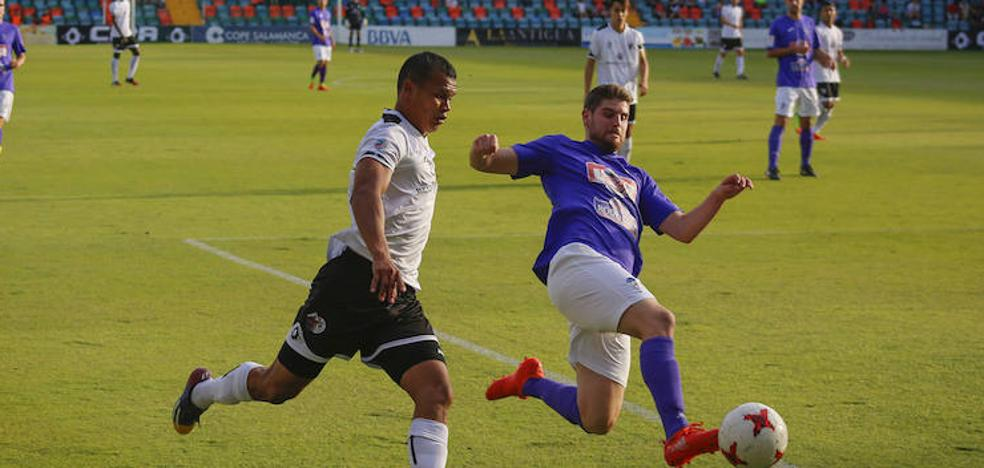 El CF Salmantino y La Bañeza ponen en juego la tercera plaza en La Llanera
