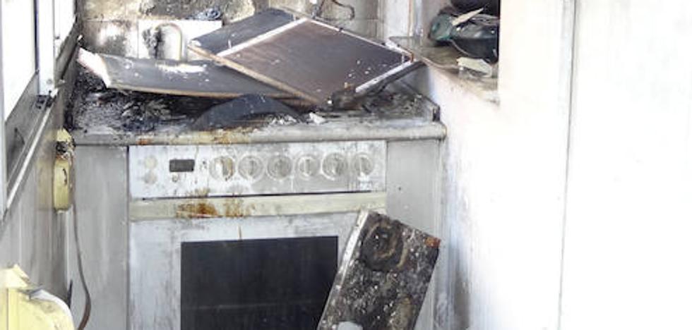 Se incendia el piso del matrimonio detenido en Vadillos con 'speed' mientras ellos están en el calabozo