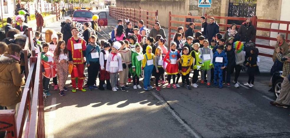 450 corredores de todas las edades desafían al frío en el VII Cross del Carnaval