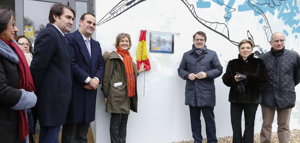 La ministra Tejerina inaugura el Centro de Interpretación de la Isla del Soto
