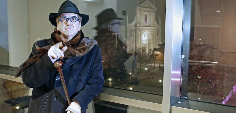 Luis Antonio de Villena: «Trabajaba toda la tarde y salía todas las noches, ese tipo de vida ya no existe»