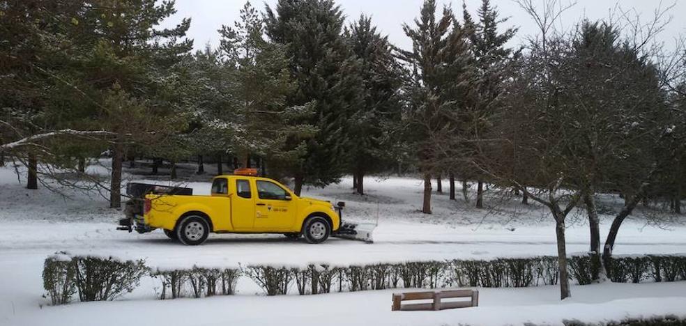 La nieve solo mantiene cerrada en Palencia la carretera del puerto de Piedrasluengas que lleva a Potes