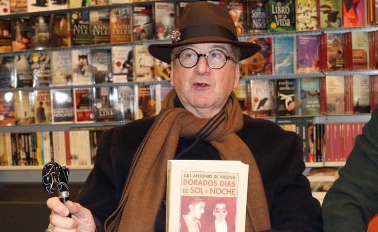 Luis Antonio de Villena presenta su segundo libro de memorias en la librería Oletvm de Valladolid