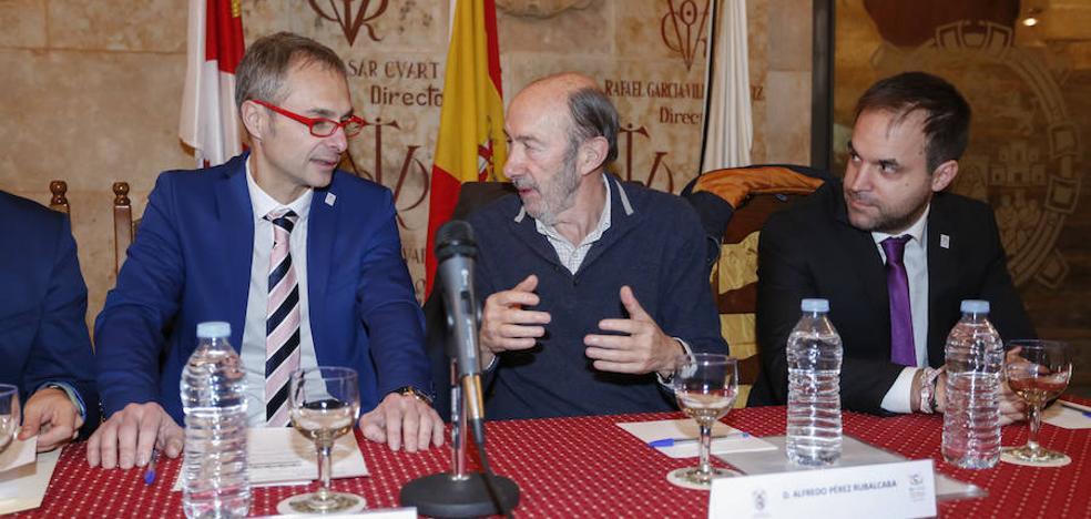 Rubalcaba augura que el próximo presidente de Cataluña será «constitucional»