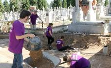 Las asociaciones de Memoria Histórica de la comunidad creen que el decreto es muy insuficiente