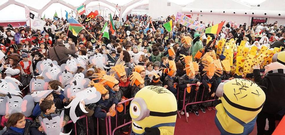 Los coles llevan el carnaval a la Cúpula del Milenio