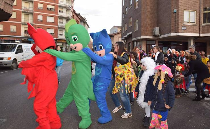 Guardo disfruta de un colorido carnaval musical