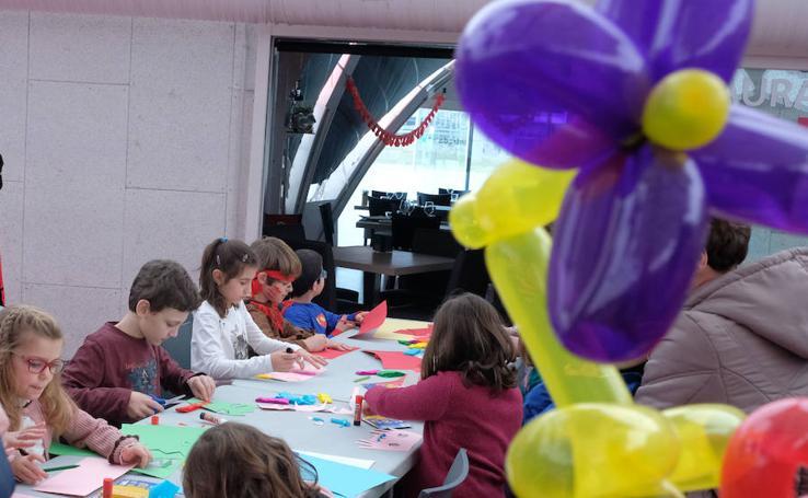 Talleres de carnaval en la Cúpula del Milenio