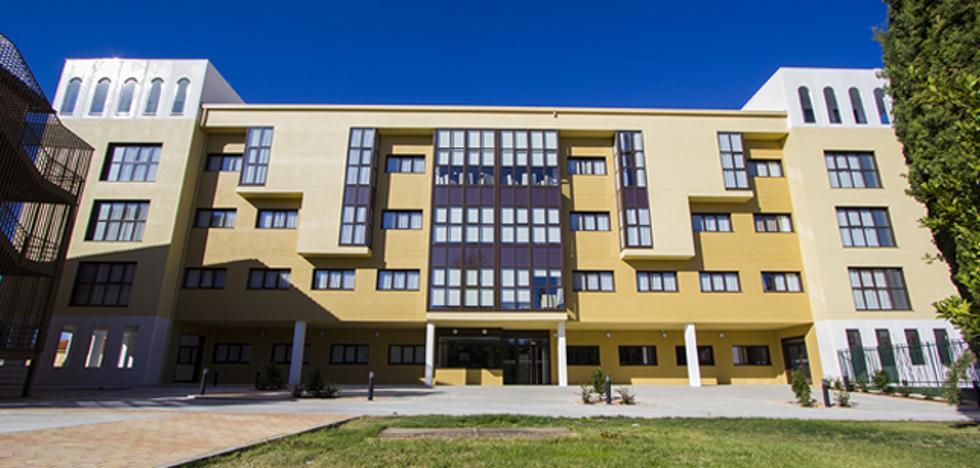 La Infanta Elena de Borbón inaugura el nuevo edificio de Salud Mental de Casta Arévalo
