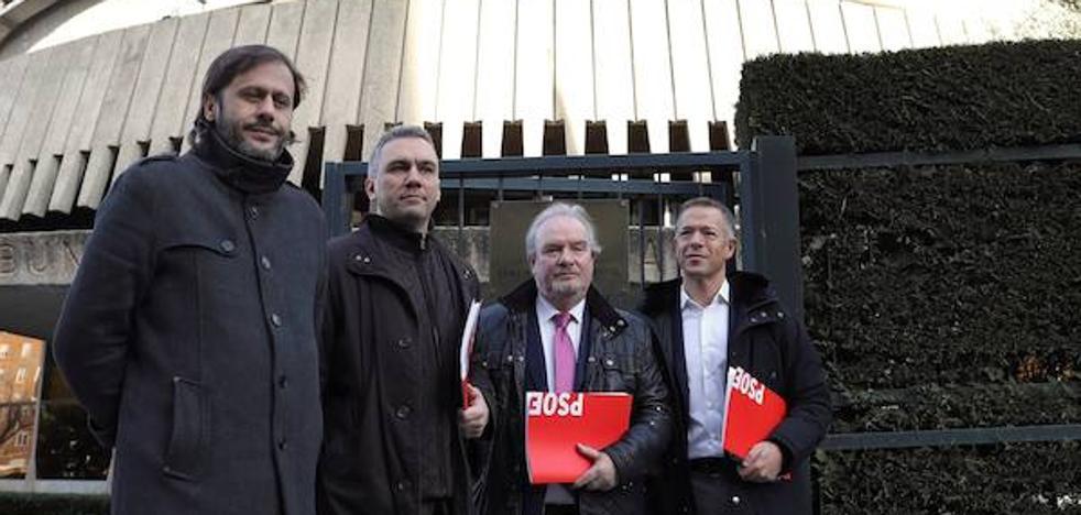 El PSOE lleva al Constitucional la «obstrucción» en la comisión de la trama eólica en las Cortes