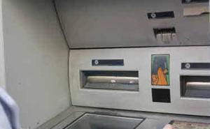 Arrestado por llevarse la cartera de un coche e intentar usar la tarjeta en dos cajeros en Pedrajas