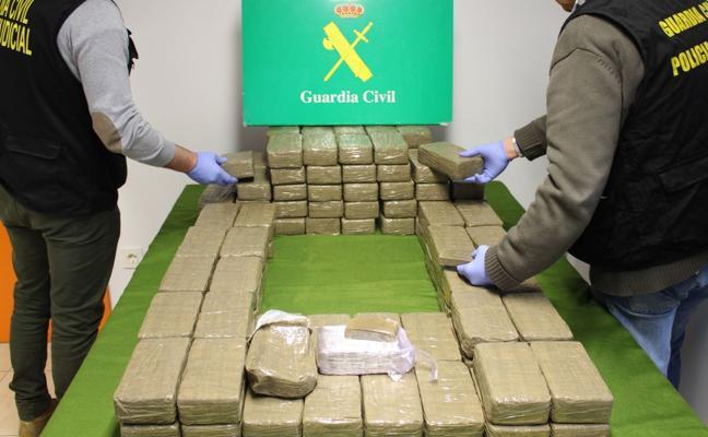 La Guardia Civil interviene 116 kilos de hachís en un control en la A-1