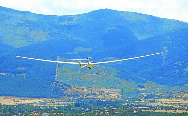 El Parque de Guadarrama y sus restricciones ponen en peligro el aeródromo de Fuentemilanos