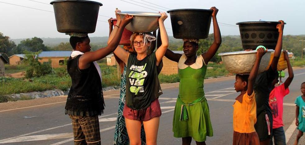 Las futuras maestras palentinas enseñan... Y aprenden en Ghana