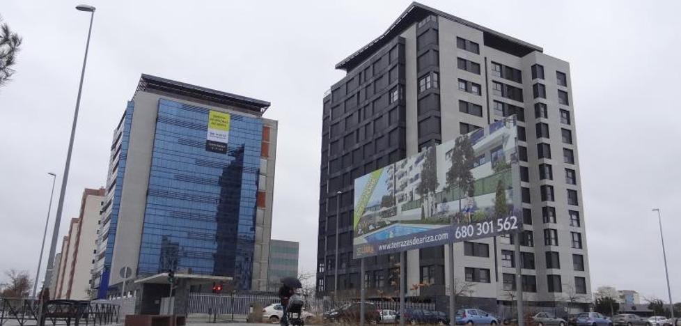 Una inmobiliaria pone en venta una torre de oficinas de diez pisos en Arco de Ladrillo