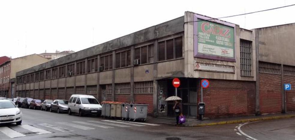 Delicias ganará una plaza gracias al derribo de unos talleres de los años setenta