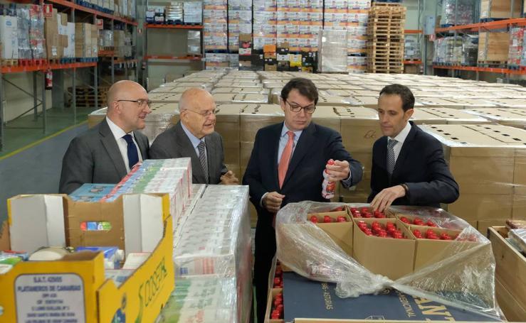 Alfonso Fernández Mañueco visita el Banco de Alimentos de Valladolid