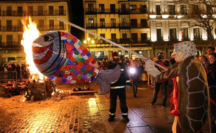Segovia despide el carnaval con el tradicional entierro de la sardina