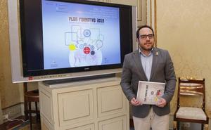 El Ayuntamiento invierte más de 70.000 euros en 54 cursos para formar a 800 jóvenes