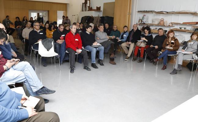 Las candidaturas municipalistas aspiran a tejer una red regional