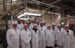 Un grupo de diputados conoce el proceso productivo de Juzbado