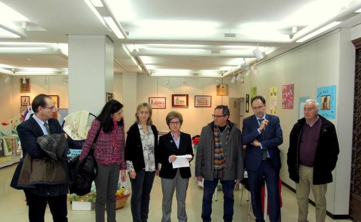 Exposición solidaria de Manos Unidas