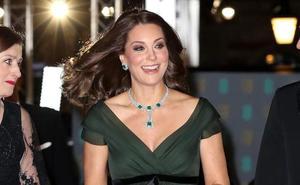 La Duquesa de Cambridge opta por el verde en la gala de los Bafta