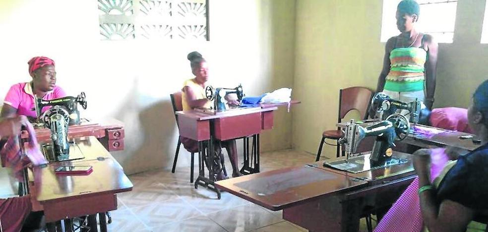 Valladolid gestiona máquinas de coser para mujeres sin recurso de Haití