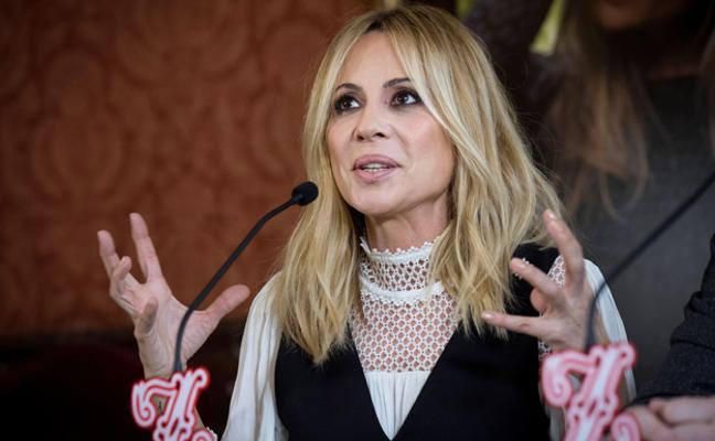 Marta Sánchez pone letra al himno de España