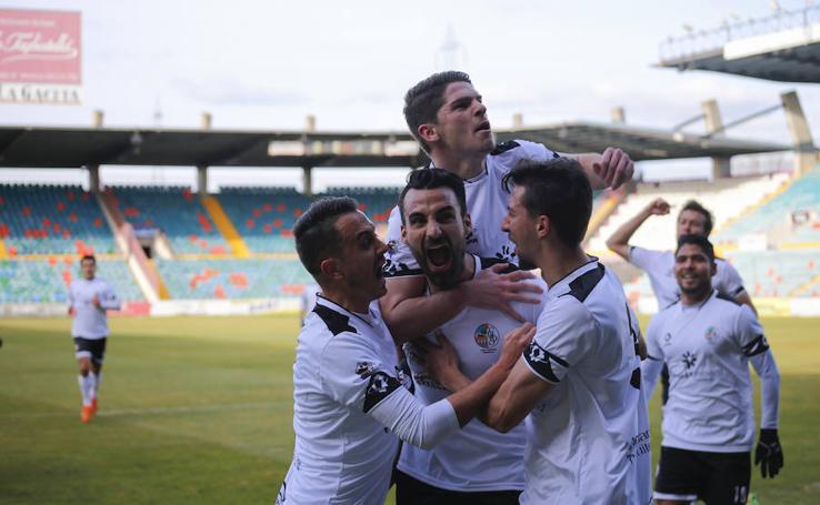 Victoria del Salmantino ante el Zamora 2-0