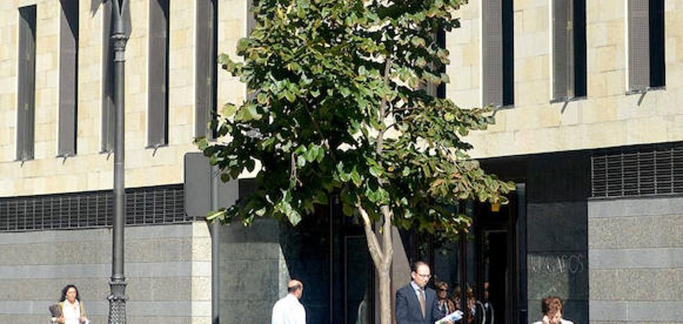 Suspendido por tercera vez el juicio por quedarse con la indemnización de su hermano