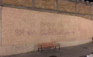 La Policía Local denuncia a tres jóvenes por hacer pintadas en la zona del Botánico