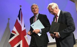 May quiere una transición hacia el 'brexit' más larga que la de Barnier