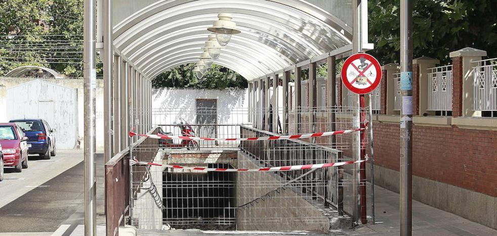 Una persona en bicicleta arrolla a otra en el túnel de las Angelinas