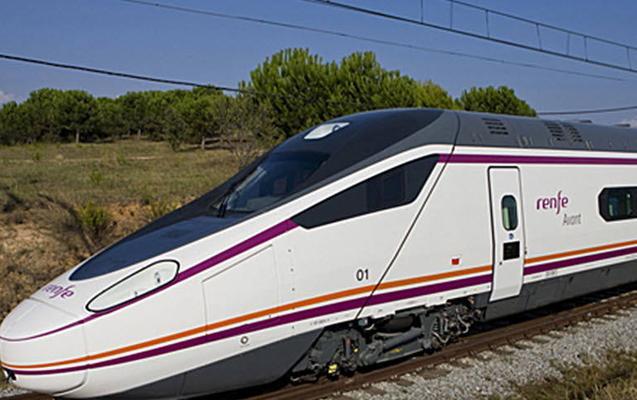 El Avant Madrid-Segovia-Valladolid cumple 10 años con 15 millones de usuarios