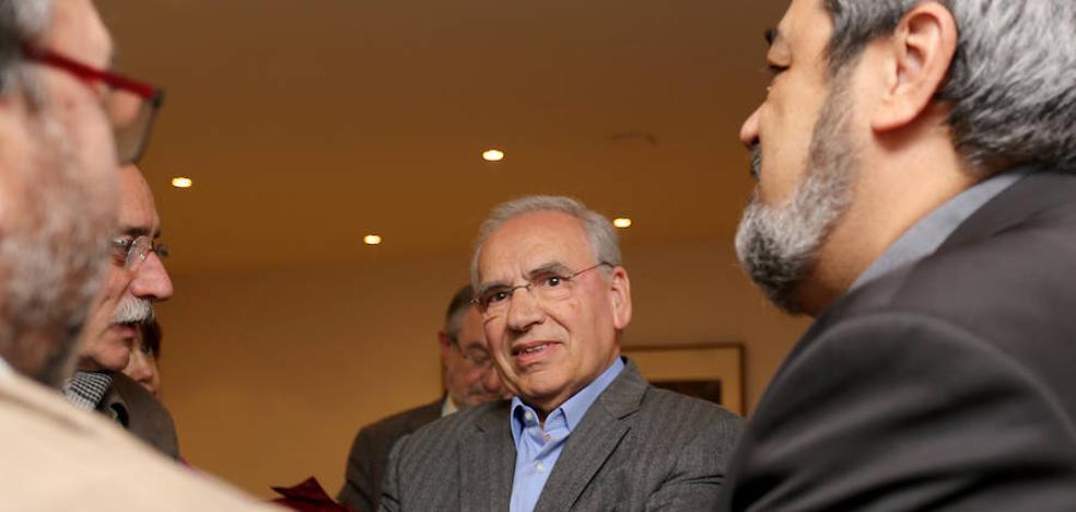 Alfonso Guerra desborda el Aula de Cultura de El Norte con su visión de Machado