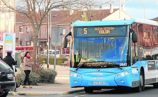 La línea 5 de autobús sufrirá cambios pese al millar de fimas en contra