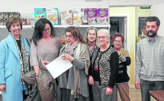 El economato social y la tienda solidaria de Cáritas suman más de 2.400 beneficiarios